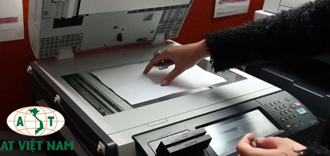 Đưa tài liệu cần photo vào khay giấy